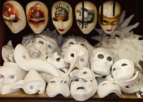 1024px-Venetian_Carnival_Mask_-_Maschera_di_Carnevale_-_Venice_Italy_-_Creative_Commons_by_gnuckx_(4701954090)